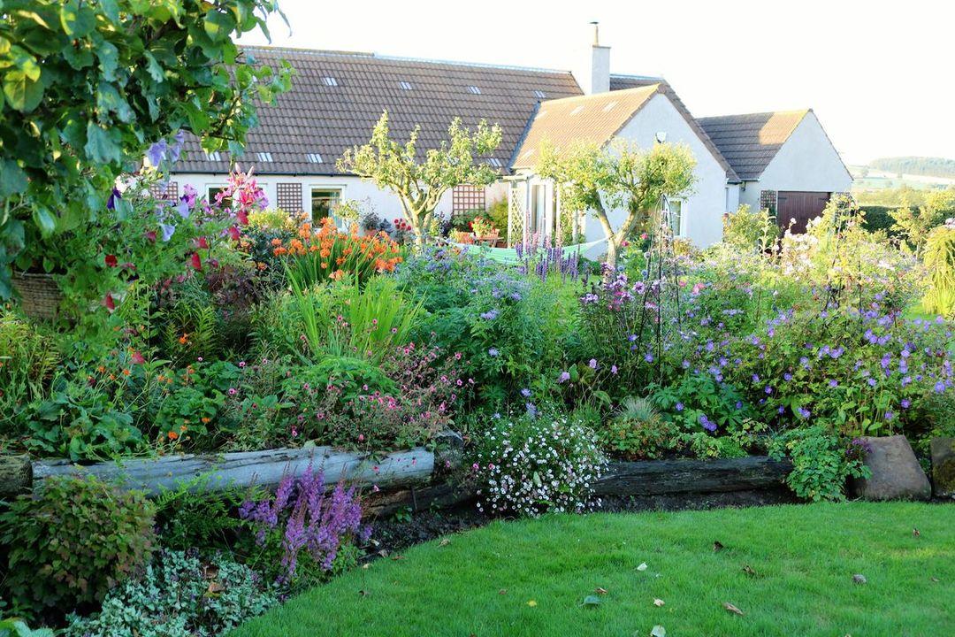 Remarkable Gorgeous Gardens With A Purpose Visit Scotland Download Free Architecture Designs Scobabritishbridgeorg